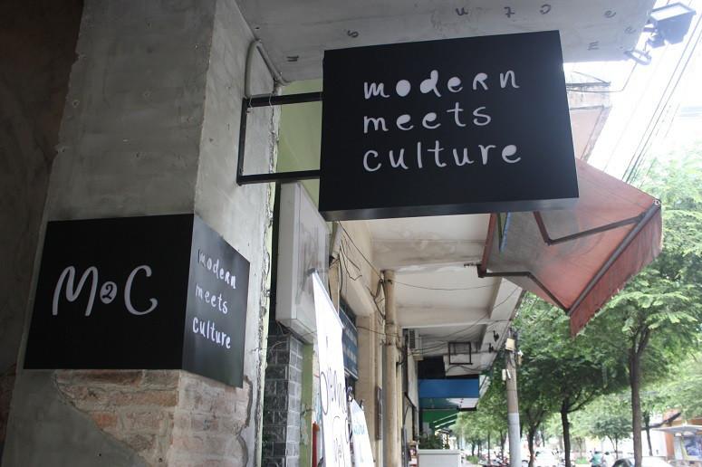M2C cafeの看板