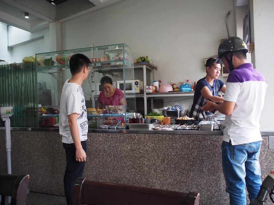 Com Tam Nguyen Van Cuの店内