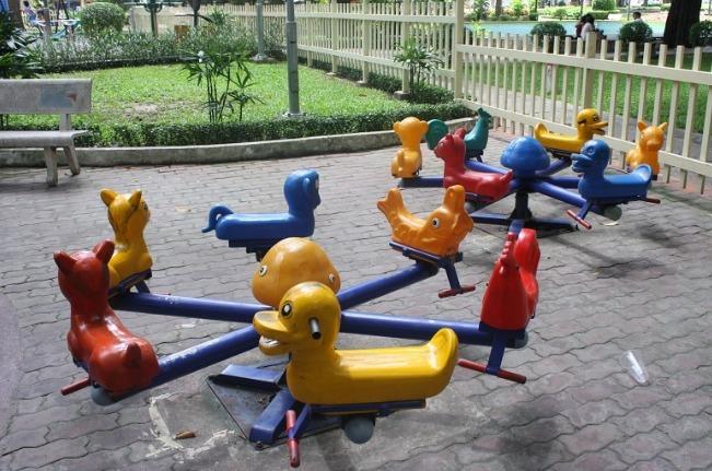 ベンタイン市場の北側に広がる「タオダン公園」の子どもの遊び場