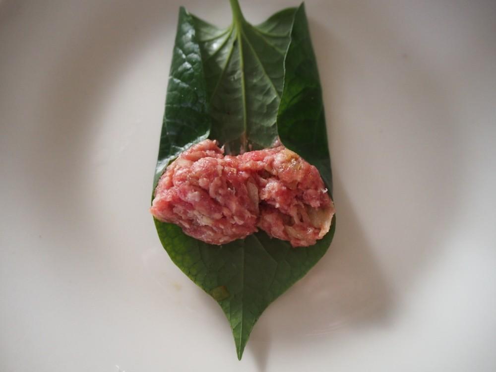 """【レシピ付】牛肉ミンチの香草巻き""""ボーラーロット""""を作ろう♪ ※大葉でも代用可"""