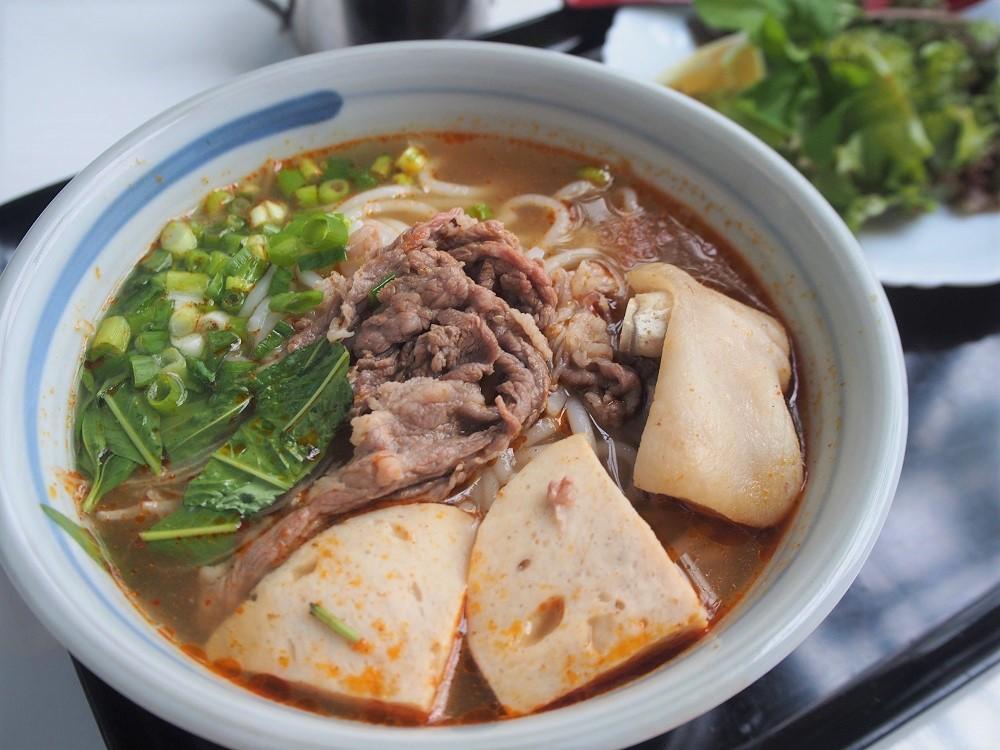 【愛知県西尾市】長さが30cm以上あるバインミー!ベトナム料理店「ベトナット」